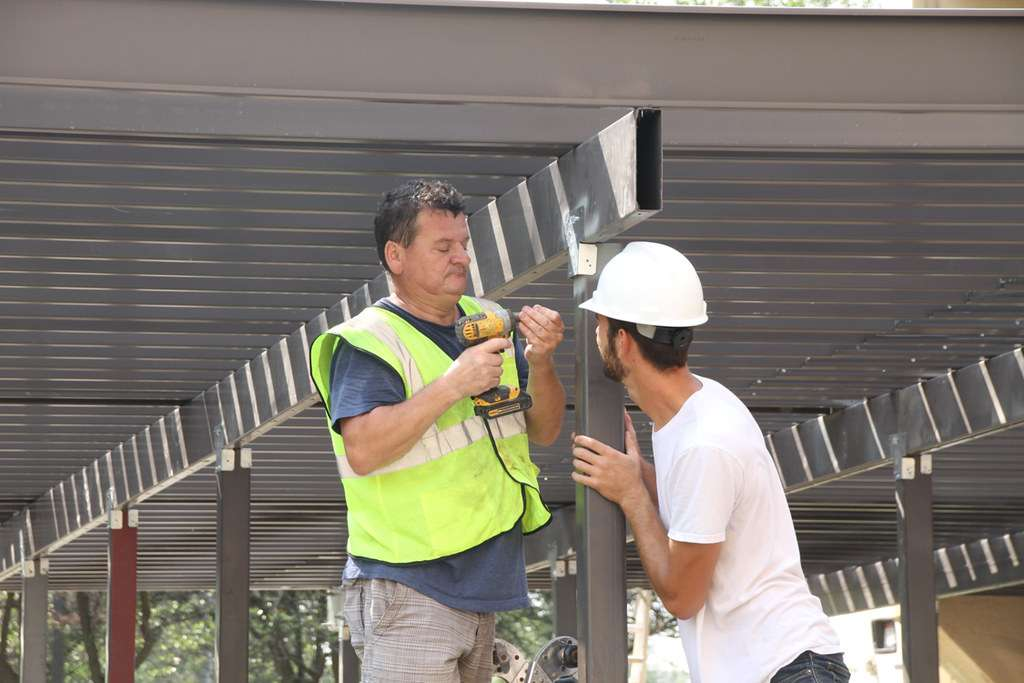 How To Choose A Contractor To Build Your Deck | Trex