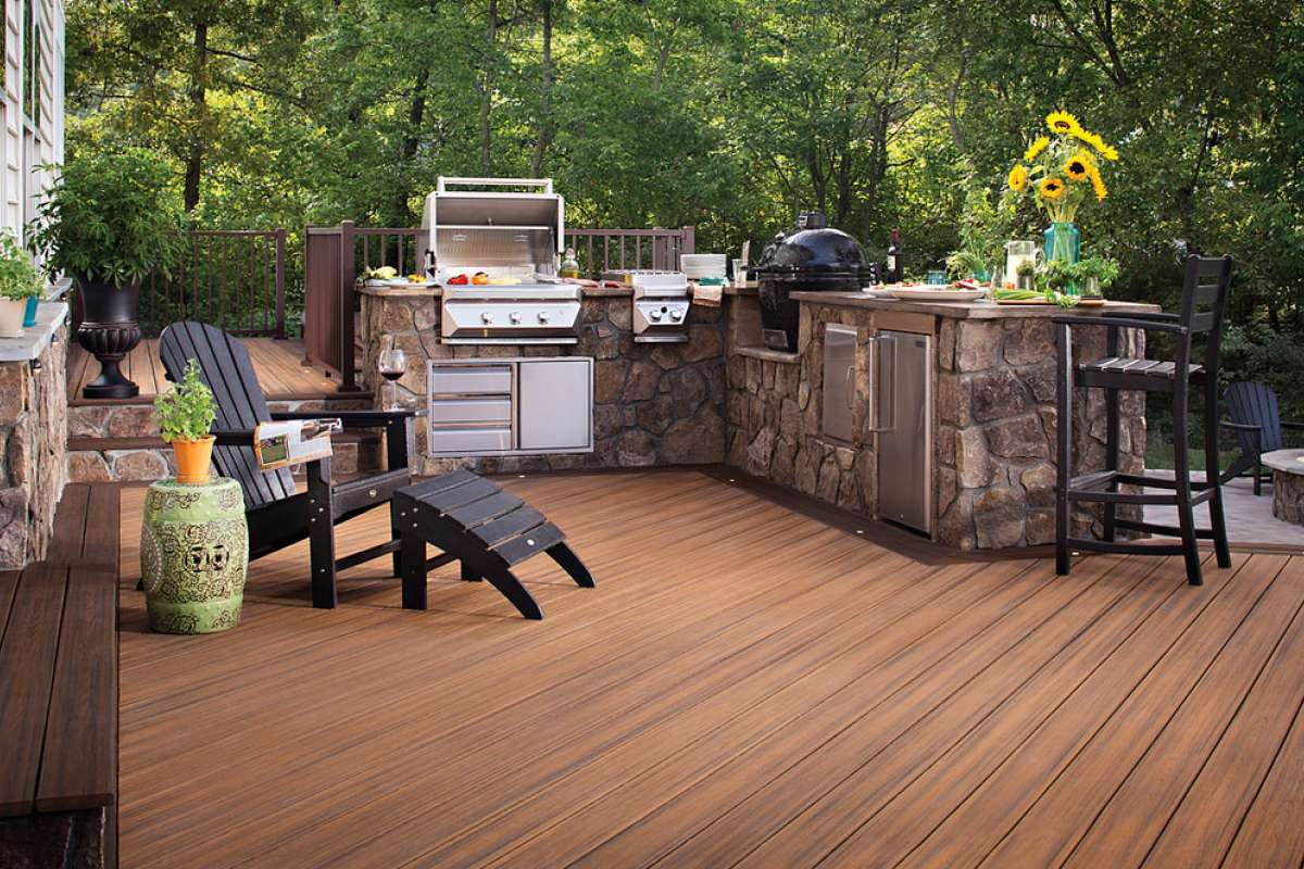 Trex Transcend Decking Havana Gold Signature Railing